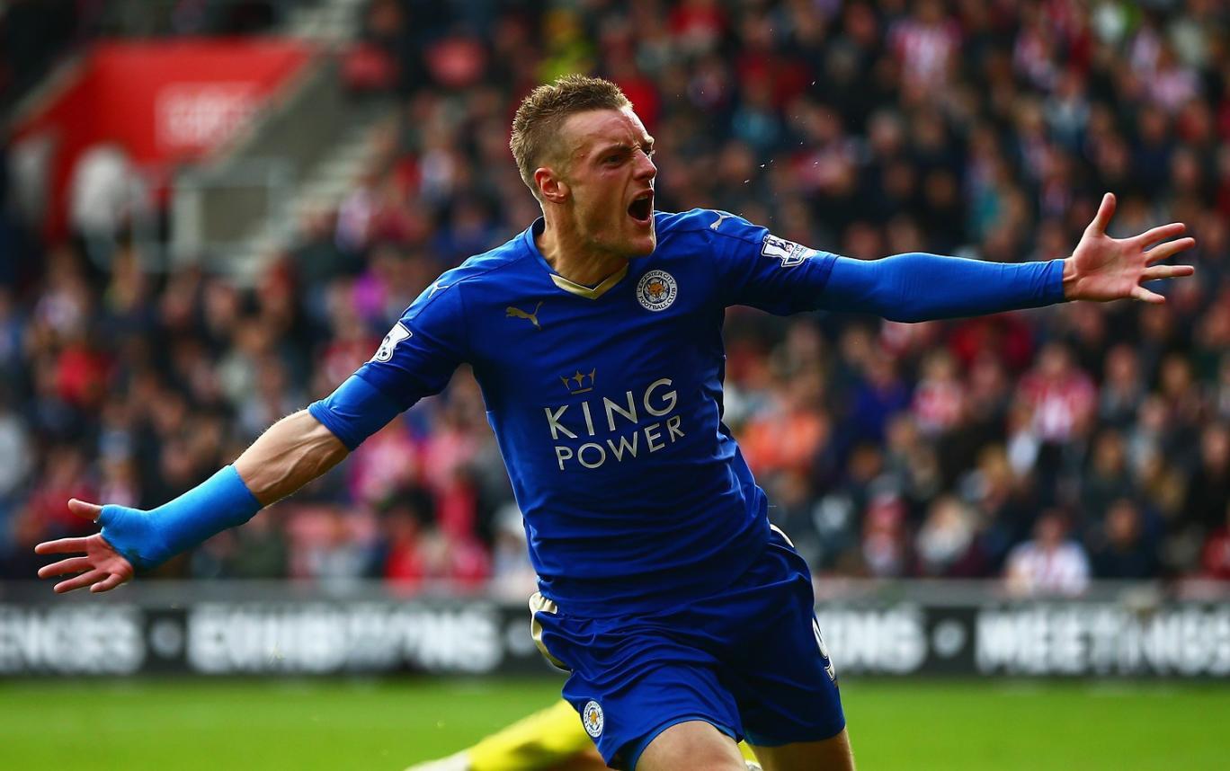 Leicester City pokonuje Liverpool 2:0, dwa gole Vardego